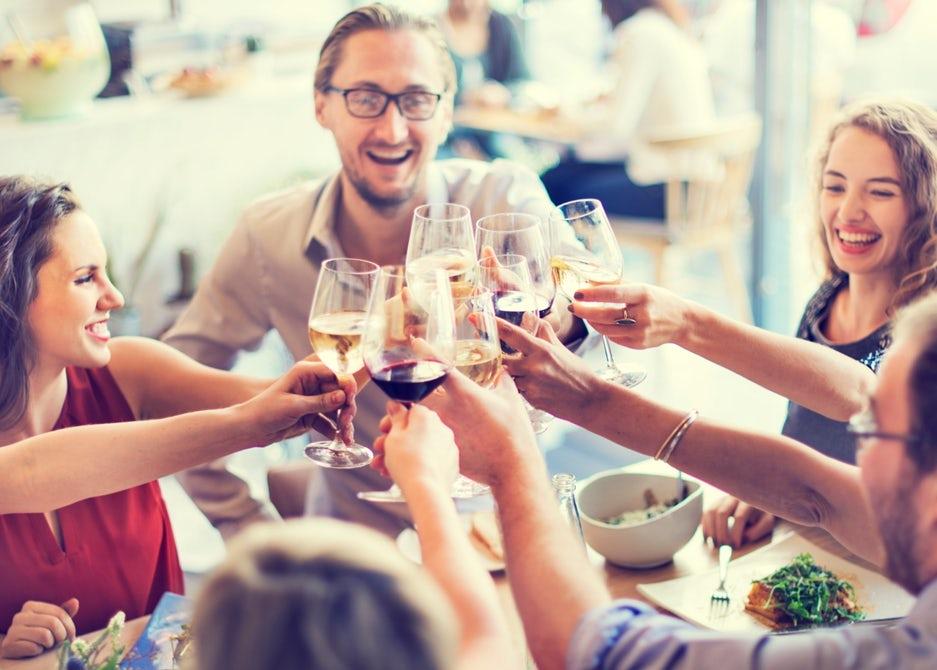 Ученые выяснили, как алкоголь запускает 'промывку мозга'